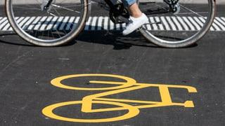 In Basel-Stadt wird über einen leistungsfähigen Veloring mit weitgehender Vorfahrt für Fahrradfahrer abgestimmt. Zudem entscheidet die Bevölkerung über die Lockerung des Alkoholverbots in Jugendzentren.