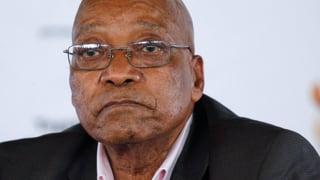 Misstrauensvotum überstanden – Zuma bleibt Präsident. Es wurde aber knapp: Nur 24 Stimmen fehlten der Opposition zur Amtsenthebung.