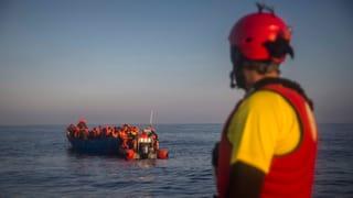 Salvà fugitivs sin la mar tar Libia