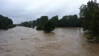 Hangrutsche, gesperrte Brücken und lokale Überschwemmungen