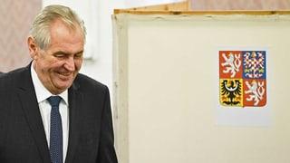 Amtsinhaber Milos Zeman hat seinen Herausforderer um das Präsidentenamt, Jiri Drahos, deutlich geschlagen.