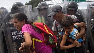 Migrants attatgan cunfin tar Mexico