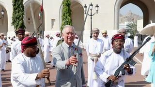 Royales Säbelschwingen: Prinz Charles im Orient