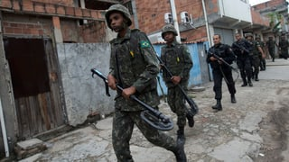 1000 Militärpolizisten besetzen Favela in Rio