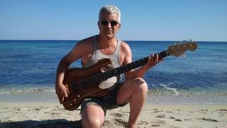 Handgemacht: Ein Mann, ein Bass