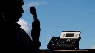 Betrugswelle mit falschen Polizisten (Artikel enthält Audio)