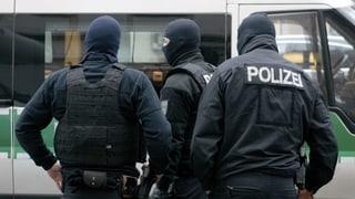 Wirbel um braune Polizisten zieht weitere Kreise