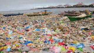 Das Meer ertrinkt im Plastik