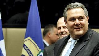 Griechischer Minister löst aus Versehen Luftalarm aus