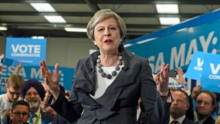 Theresa May è pronta da schluccar dretgs umans