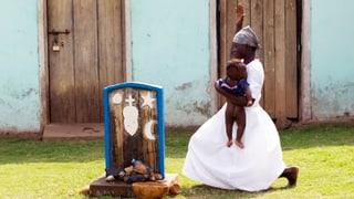 Willkommen! Mit diesen Ritualen begrüsst die Welt Neugeborene