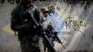 Soldaten stürmen Favelas in Rio de Janeiro