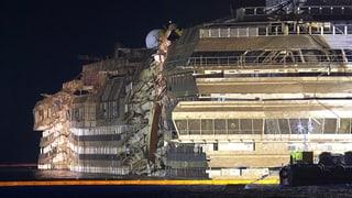 Die «Costa Concordia» steht aufrecht