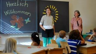 Jede Klasse hat einen Lehrer oder eine Lehrerin