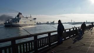 Fugitivs bloccheschan port a Calais