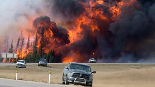 Canada: Vents chauds fan derasar l'incendi