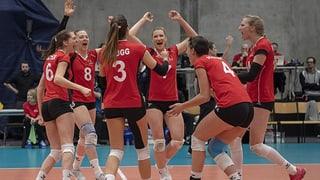 Schweizerinnen trotz Niederlage an der EM dabei