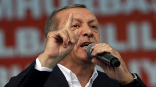 Erdogan smanatscha a la dretgira constituziunala