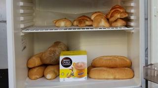 Öffentlicher Kühlschrank gegen Verschwendung von Lebensmitteln