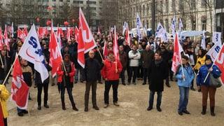 Hunderte demonstrieren gegen den Stellenabbau bei GE