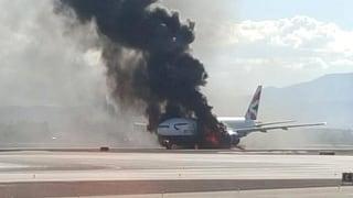 Boeing 777 fängt vor dem Start Feuer – 14 Verletzte