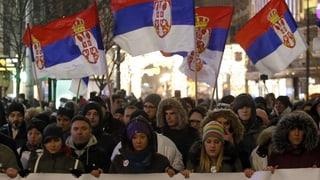 Grossdemonstration gegen Präsident Vucic