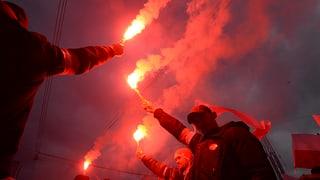 Nationalisten marschieren durch Warschaus Strassen