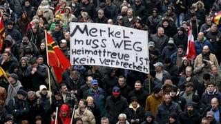 Neonazi-Aufmarsch gegen Merkel