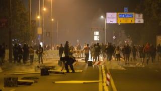 Gewalt gegen Flüchtlinge – und Polizisten