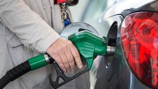 Öl wird billiger, Benzin nicht