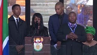 Mandelas Trauerfeier: Dolmetscher lässt Gehörlose im Regen stehen