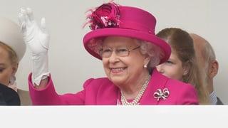 Darum trägt die Queen immer knallbunte Outfits