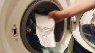 Farb-Fangtücher im Test: Nur zwei Produkte überzeugen