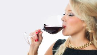 Verfärbt schlechter Rotwein die Zähne stärker?