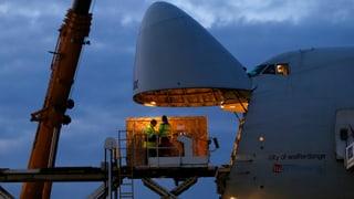 Fracht-Jumbo bringt Solar Impulse nach Kalifornien