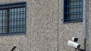 Zwei Mitarbeitende entlassen, Gefängnisleiter suspendiert