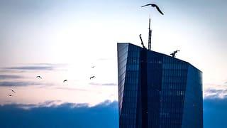EZB: Geldschleusen auf – Zinsschraube angezogen