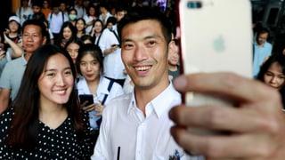 Ein Jungpolitiker bringt Thailands Generäle ins Schwitzen