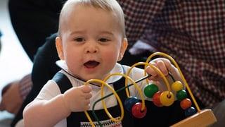 «Bubi spiele, Bubi gsund»: Prinz George in der Krabbelgruppe