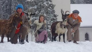 Stars dal film «Uorsin» visitan il Chalandmarz