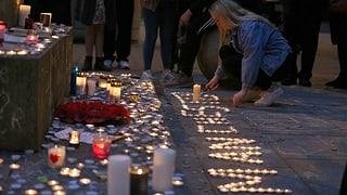 Die britischen Behörden gehen trotz der Festnahmen davon aus, dass der Attentäter allein handelte.