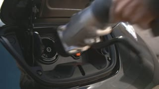 Video «Elektromobilität: Kommt der Durchbruch 2018?» abspielen