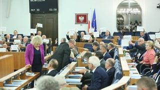 Umstrittene Justizreform in Polen nimmt die letzte Hürde
