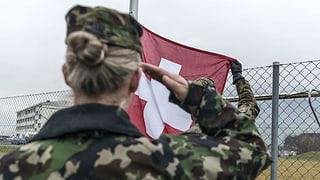 Offiziere wollen 5000 zusätzliche Soldatinnen