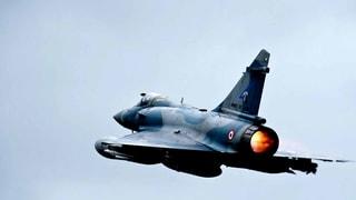 Frankreich bombardiert erstmals IS-Stellungen in Syrien