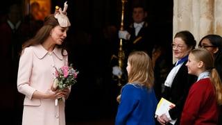 Schwangere Kate zieht alle Blicke auf sich