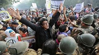 Vergewaltigte Inderin ringt mit dem Tod