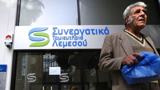 Zyprer versuchen ihr Geld vor Hilfspaket zu retten