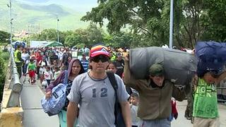 Tausende Venezolaner strömen nach Kolumbien