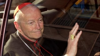 Papst entlässt Bischof McCarrick aus Priesteramt (Artikel enthält Video)